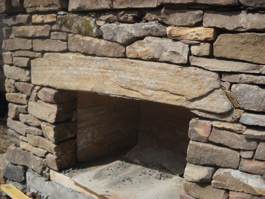 constructia unui semineu de gradina How to build an outdoor stone fireplace 7