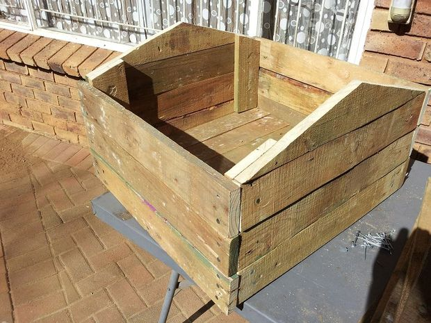 construirea unei custi de caine how to build a dog house with pallets 7