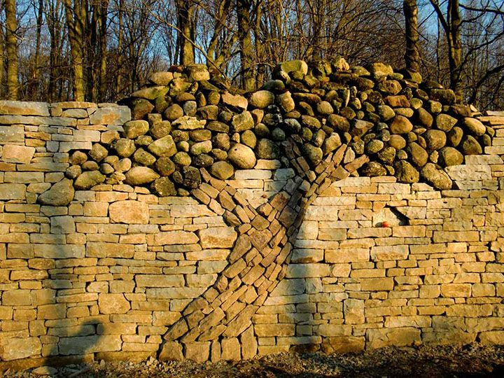 Building River Stone Walls With Mortar Sobriety And Elegance