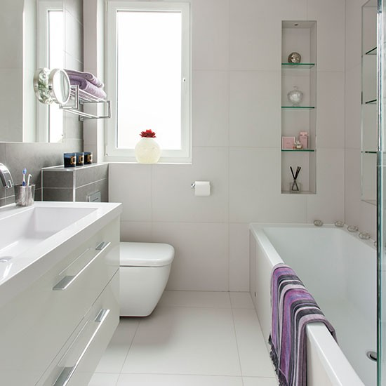 Culori potrivite pentru o baie mica for Pictures of beautiful small bathrooms