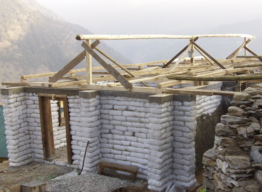 Cum sa construiesti o casa ieftina 3 idei la indemana for Cheapest way to build a home