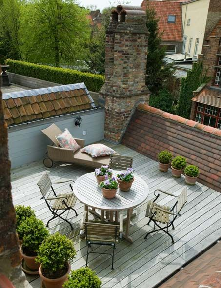 Rooftop terrace designs small urban oases - Bitumen sheets pros and cons ...