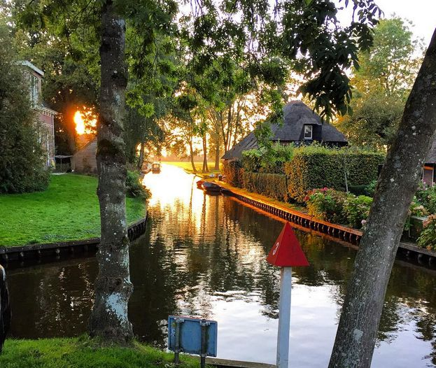 orasul cu strazile din apa The water street magical town in Holland 4