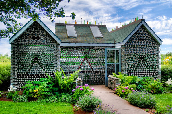 Houses built with recycled materials for all