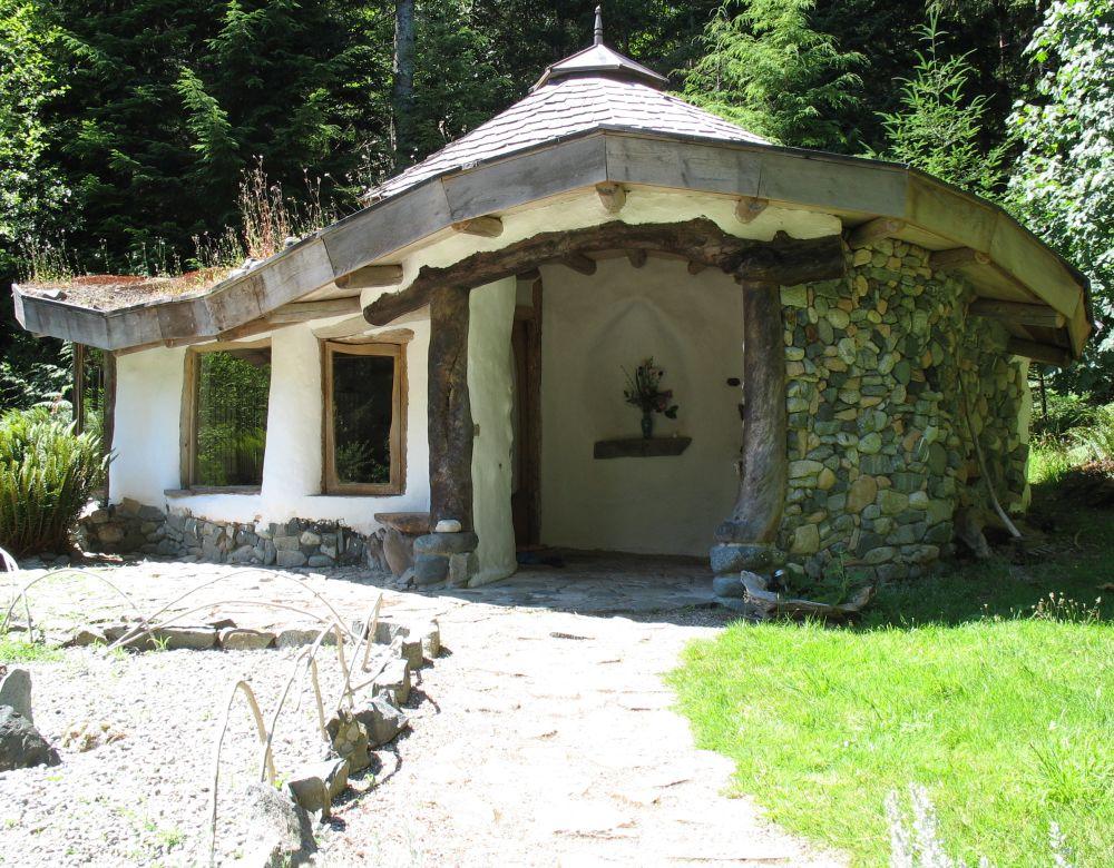 Case ecologice construite din lut naturale