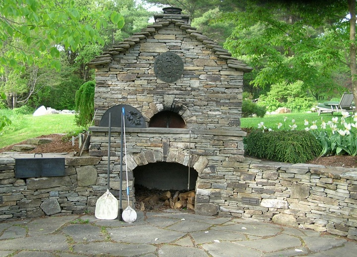 Outdoor stone ovens 13 practical and aesthetic ideas houz buzz - Building river stone walls with mortar sobriety and elegance ...