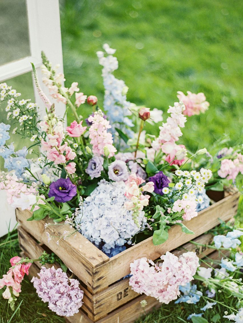 7 garden floral arrangements to charm you houz buzz for Garden arrangement