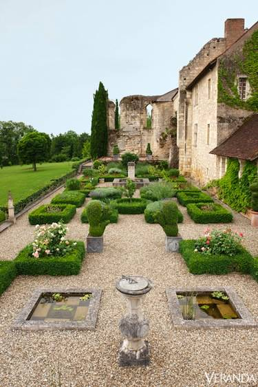 French style gardens natural refinement houz buzz - The worlds biggest rooftop farm nature reclaims its territory ...
