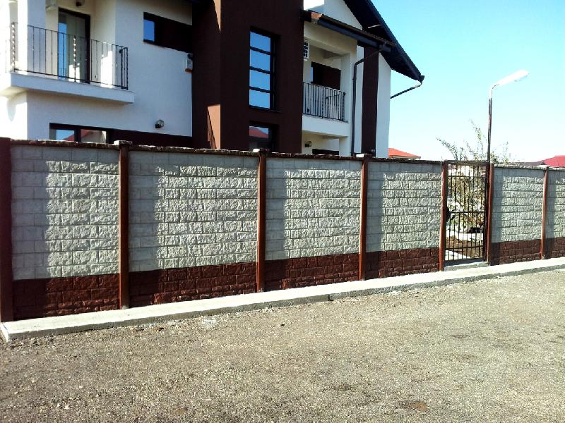 Precast concrete fences