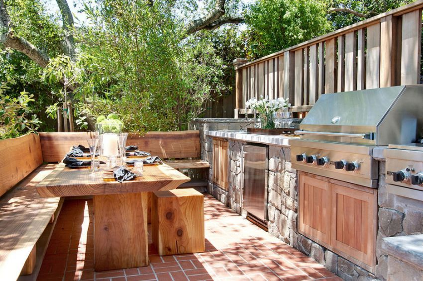 again an open air kitchen which gravitates around the wood stone tandem completed by the greenery space just yards away - Garden Kitchen