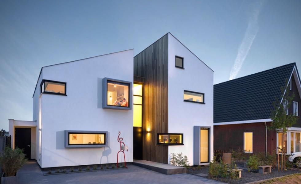 Casa cu ferestre in relief