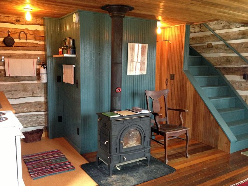 The small log cabin
