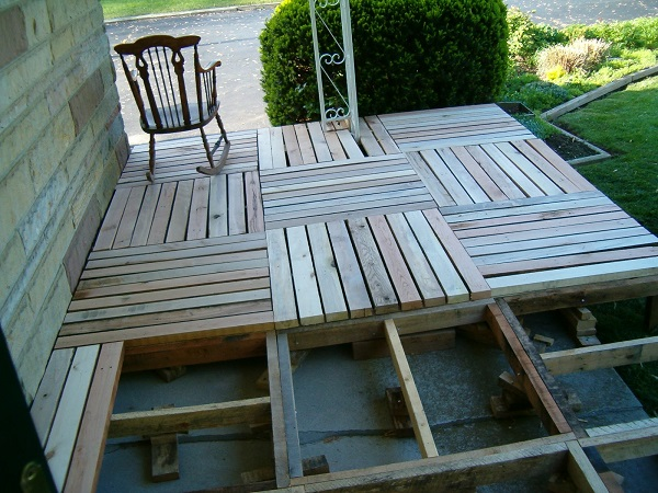 terasa din paleti Wood pallet deck ideas 13