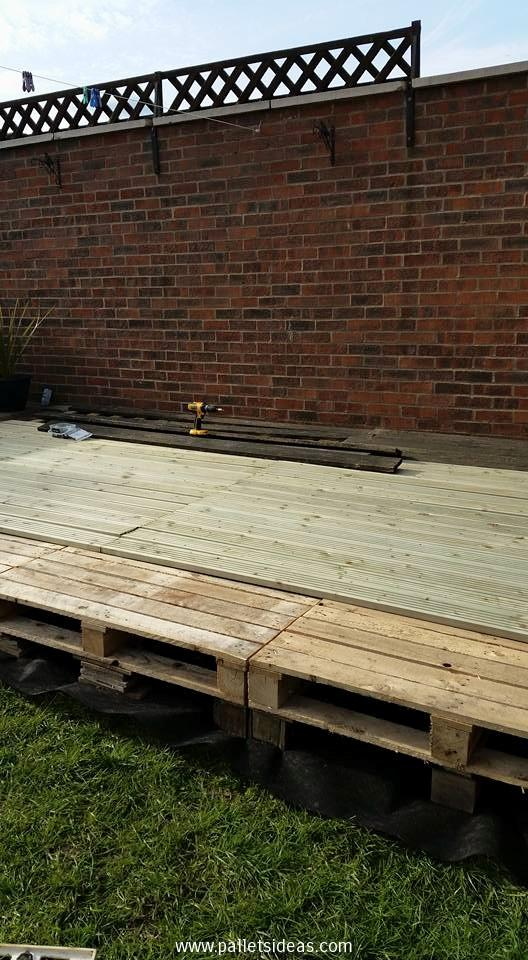 terasa din paleti Wood pallet deck ideas 6