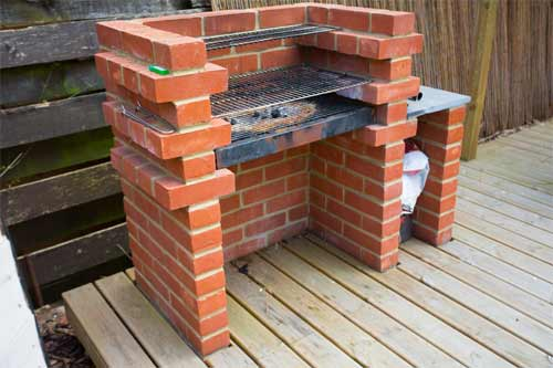 Building an outdoor brick barbecue